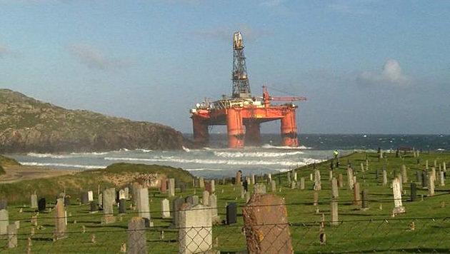 Bohrinsel vor Küste Schottlands auf Grund gelaufen (Bild: twitter.com)
