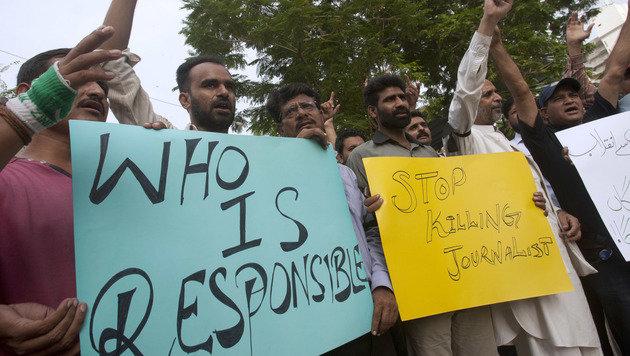 Journalisten und Anwälte verurteilen die blutige Gewalt und trafen sich zu spontanen Kundgebungen. (Bild: ASSOCIATED PRESS)