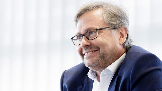 Kärntner Stiftungsrat Neuschitzer wählt Wrabetz (Bild: APA/GEORG HOCHMUTH)