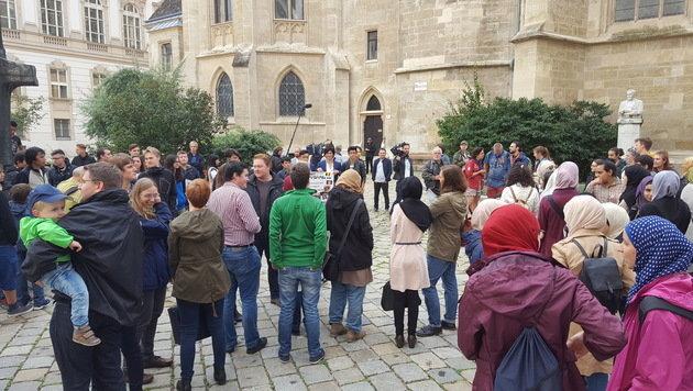 """Wien: Mit Menschenkette """"gemeinsam"""" gegen Terror (Bild: Alexander Bischofberger-Mahr)"""