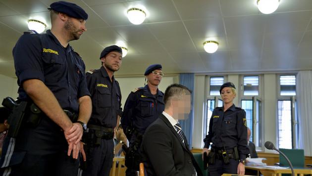 Ehefrau stranguliert: 6 Jahre Haft f�r 35-J�hrigen (Bild: APA/HERBERT NEUBAUER)