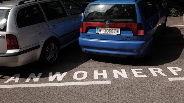 """""""Wahnsinn: Jetzt werden schon Parkplätze gegendert (Bild: zet)"""""""