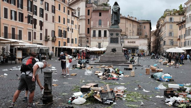 Rom will jetzt Müllberge bei uns loswerden (Bild: APA/AFP/ALBERTO PIZZOLI)