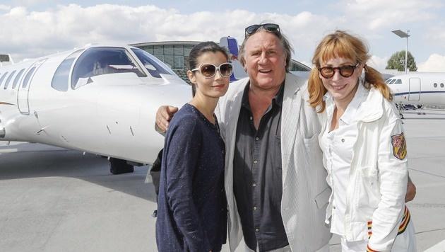 Zum 75er von Muti kam Depardieu samt Tochter Julie (re.) & Mutis Tochter Chiara im Privatjet. (Bild: MARKUS TSCHEPP)
