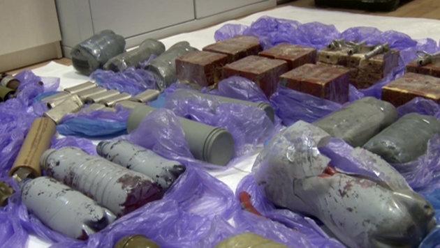 Laut russischen Angaben hatten die ukrainischen Angreifer dieses Material bei sich. (Bild: AP)