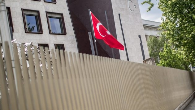 Die türkische Botschaft in Berlin (Bild: EPA)