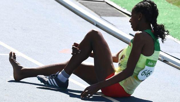 Kurios! Äthiopierin lief mit nur einem Schuh! (Bild: AFP)