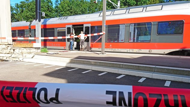 Schweizer Zug-Wahnsinnstat auf Video aufgezeichnet (Bild: APA/AFP/newspictures.ch/Beat Kaelin)