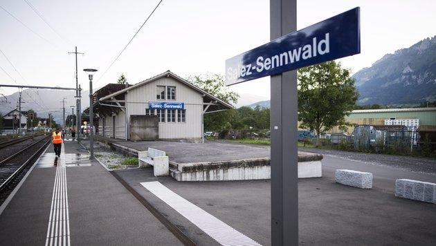 Schweiz: Mann zündet Zug an - sieben Verletzte (Bild: EPA)