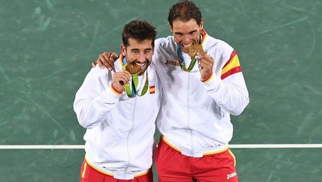 """""""Unvergesslich!"""" Nadal hat seine erste Rio-Goldene (Bild: APA/AFP/MARTIN BERNETTI)"""
