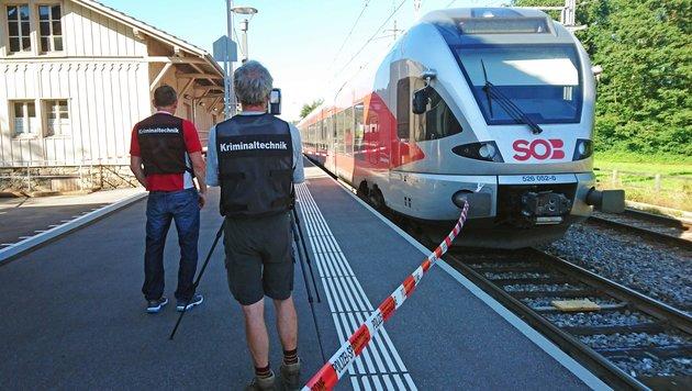 Schweizer Zug-Wahnsinnstat auf Video aufgezeichnet (Bild: APA/AFP/newspictures.ch)
