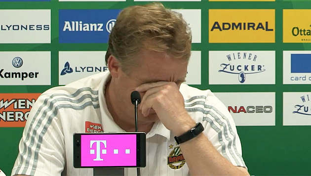 """""""Zum Lachen!"""" Warum B�skens den Kopf sch�ttelt (Bild: krone.tv)"""