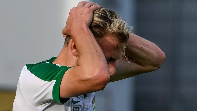 Horror-Foul in Erster Liga: Schien-Wadenbein ab! (Bild: GEPA pictures)