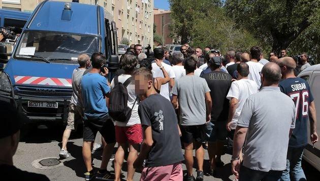 Wüster Streit wegen Burkini-Fotos auf Korsika (Bild: APA/AFP/Pascal Pochard-Casabianca)