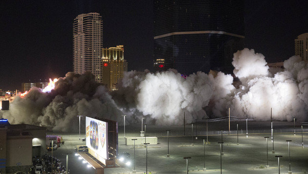 Legendäres Riviera-Casino in Las Vegas gesprengt (Bild: Associated Press)