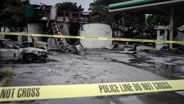 Randale in US-Stadt Milwaukee: 14 Festnahmen (Bild: APA/AFP/CENGIZ YAR)