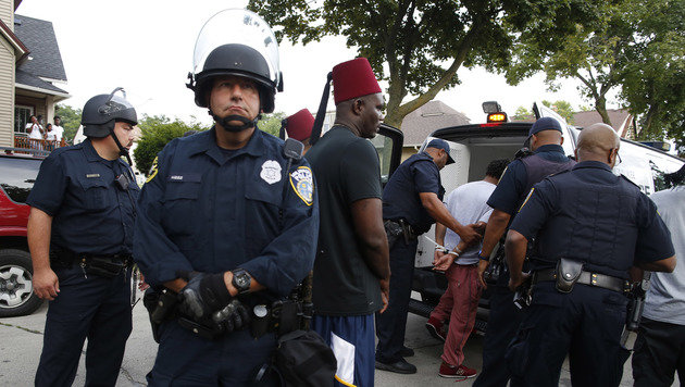 Randale in US-Stadt Milwaukee: 14 Festnahmen (Bild: ASSOCIATED PRESS)