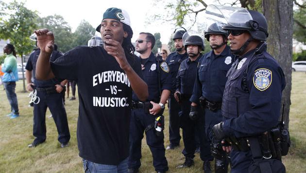 Randale in US-Stadt Milwaukee: 14 Festnahmen (Bild: AP)