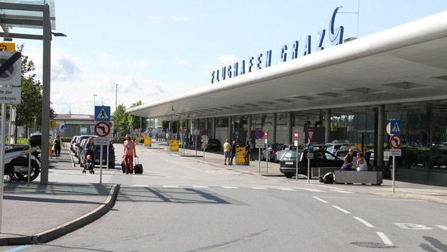 Alko-Lenker kurvte auf Grazer Flughafenareal herum (Bild: Christian Jauschowetz)