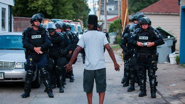 Randale in US-Stadt Milwaukee: 14 Festnahmen (Bild: APA/AFP/GETTY IMAGES/Darren Hauck)
