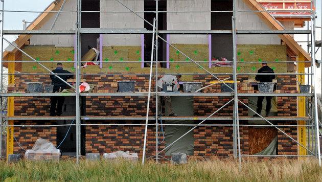 """""""Soko Baustelle"""" soll Lohndumping bekämpfen (Bild: APA/dpa/Carsten Rehder (Symbolbild))"""