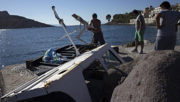 Die Überreste des komplett zerstörten Ausflugsschiffes (Bild: Associated Press)