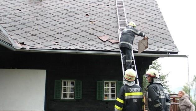 In Wies im Bezirk Deutschlandsberg wurde ein Hausdach beschädigt. (Bild: FF Wies)