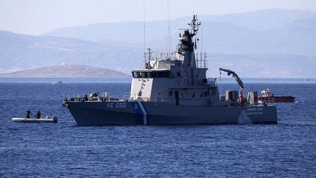 Ein Schiff der griechischen Küstenwache (Bild: Associated Press)
