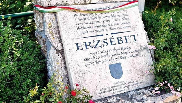 Dieser Gedenkstein erinnert ebenfalls an Elisabeth. (Bild: Reinhard Holl)