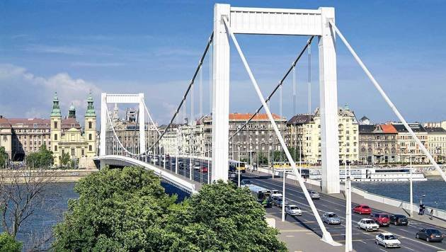 Auch eine der zehn Budapester Brücken ist nach Elisabeth benannt. (Bild: mauritius images)