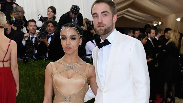 Robert Pattinson mit seiner Verlobten FKA Twigs (Bild: APA/AFP/GETTY IMAGES/Larry Busacca)
