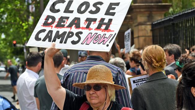 Proteste in Sydney gegen die Flüchtlingspolitik der australischen Regierung (Bild: APA/AFP/William West)