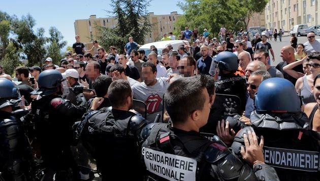 In Korsika kam es nach einer Attacke auf Touristen zu Ausschreitungen. (Bild: APA/AFP/PASCAL POCHARD-CASABIANCA)