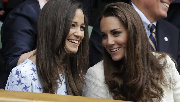 Herzogin Catherine mit ihrer Schwester Pippa (Bild: AP)