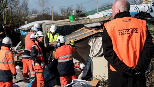 Sehr baufällige Hütten werden von der Präfektur von Pas-de-Calais hin und wieder entfernt. (Bild: APA/AFP/DENIS CHARLET)