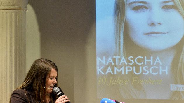 Natascha Kampusch präsentierte ihr zweites Buch (Bild: APA/Herbert Pfarrhofer)