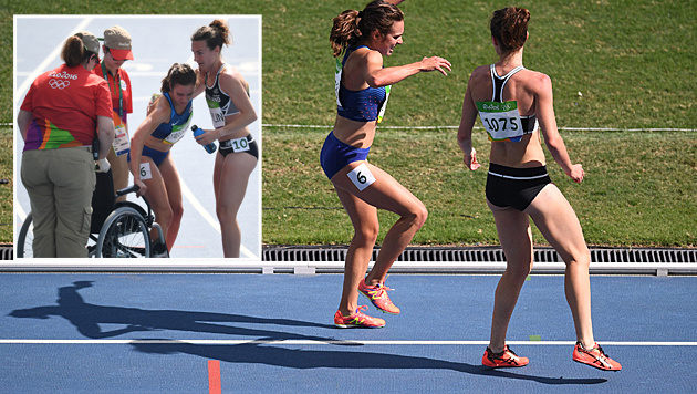 Der Olympische Geist: Läuferin hilft Gegnerin! (Bild: AFP)