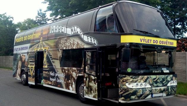 Empörung über Werbung für KZ Auschwitz auf Bus (Bild: www.autoxaver.cz)