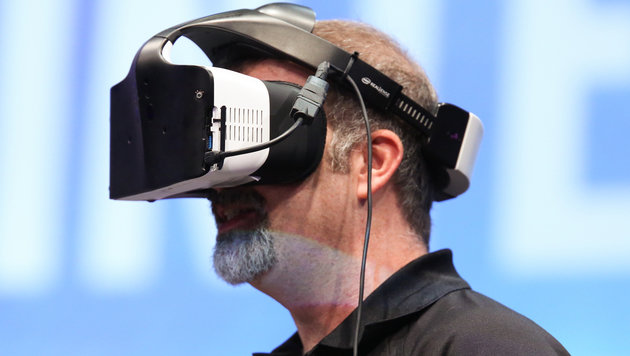 "Intel präsentiert ""Mixed Reality""-Brille Alloy (Bild: Intel)"