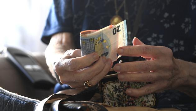 Pensionspaket beschlossen - Streit um Familiengeld (Bild: APA/HARALD SCHNEIDER)