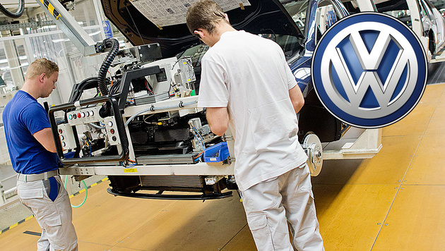 VW muss Golf-Produktion f�r mehrere Tage stoppen (Bild: APA/AFP/JULIAN STRATENSCHULTE)
