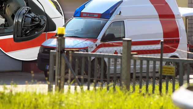 Der demolierte Außenspiegel am Einsatzfahrzeug des Rettungsautos (Bild: Mathias Lauber/laumat.at, Rotes Kreuz)