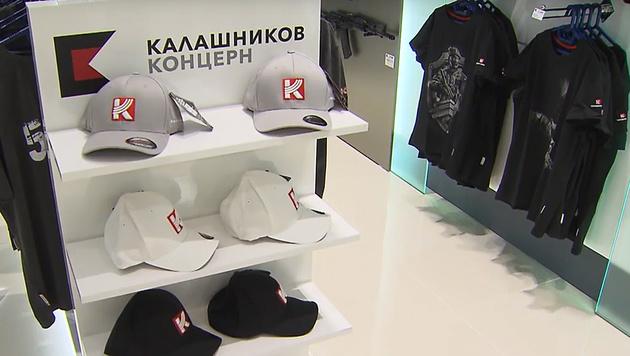 Flughafen Moskau: Kalaschnikow eröffnet Markenshop (Bild: Screenshot/RuptlyTV)