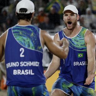 Party in Brasilien: Heim-Gold für Alison/Bruno (Bild: AP)