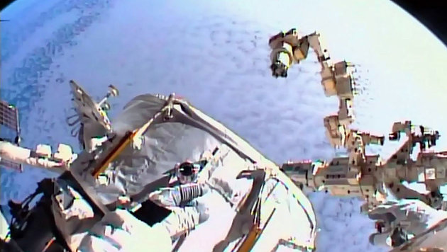 US-Astronauten montierten Andockstation an ISS (Bild: AFP/NASA)