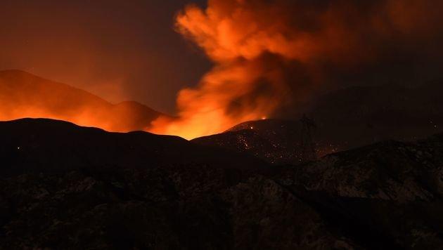 Kalifornien: Flammen zerstören fast 100 Wohnhäuser (Bild: AFP)