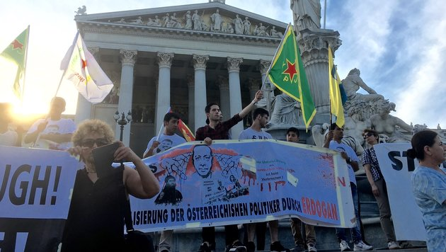 Kurden-Demo in Wiener City ohne Zwischenfälle (Bild: krone.tv)