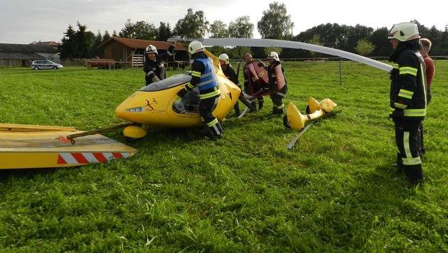 Der Gyrokopter wurde beim Absturz im Innviertel komplett zerstört. (Bild: FF Hub)