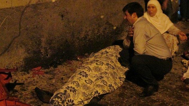 Kurdische Hochzeit endet in Blutbad - 51 Tote (Bild: AP)