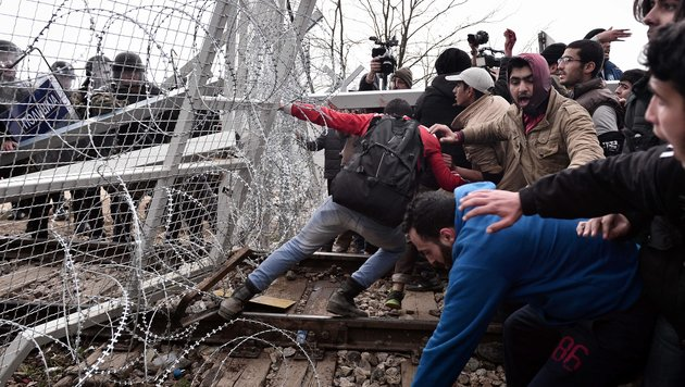 Italien vor Asyl-Kollaps: Neuer Grenzsturm droht! (Bild: AFP)